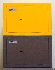Žltý a klasický šedý trezor